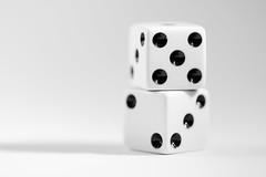 Roll the dice (simonpe86) Tags: makro dice macro dawa inspiredbyasong macromondays würfel rollthedice cube edge kante