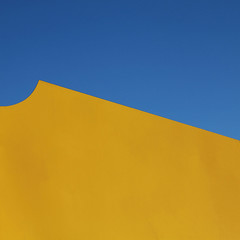 dune (caeciliametella) Tags: lorrainekerr photography 2017 caeciliametella coast abstract astratto yellow giallo blue azzurro southshields sandhaven sea mare front lungomare square 11 dune barkhan