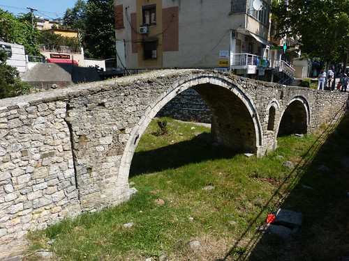 Tirana, Tímárok hídja