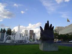 Estatua de Botero (FotosdeManuela) Tags: madrid city spain place perspective fuente botero