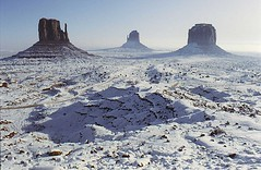 Winter Wonderland (Heaven`s Gate (John)) Tags: monumentvalley usa america mountains snow sky nationalparks artistic cold white blue colour color landscape valley rocks mittens spectacular utah navajo nature winter fourseasons usnationalparks wow great fantastic personalfavorite specland specnature topf searchthebest flickrific johndalkin i500 geo:lat=3698514 geo:lon=110082493 geotagged photooftheday 15jan2007 heavensgatejohn quality interestingness19 explore16feb06 johnwayne johnford fivestarsgallery topf200 200faves topf100 topf250 peregrino27newvision