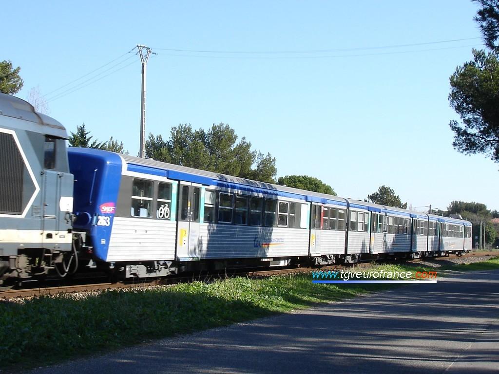 La rame RRR 263 de la Région PACA sur la ligne de la Côte Bleue &agrave Sausset-les-Pins
