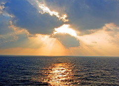 Golden Morning at Sea (Jeff Clow) Tags: ocean sea gulfofmexico topf25 sunrise bravo albaluminis topc50 100v10f explore sunrays