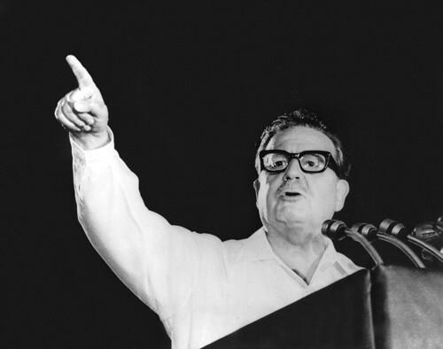 Allende durante un comizio