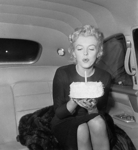 Marilyn Monroe blowing out candle by wessobi.