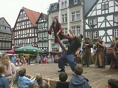 Waffentanz (Chess of life) Tags: theater hessen kunst medieval medievaltimes markt jongleur gaukler alsfeld mittelalter jonglage schauspiel unterhaltung chessoflife