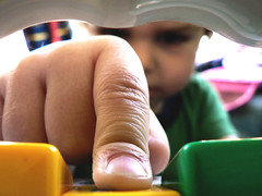 push (Brenda Anderson) Tags: macro finger pcss button push weeklycloseup curiouskiwi ssmacrokids utataverbiage tc28closeup ccmpfocus brendaanderson inagroup curiouskiwi:posted=2005