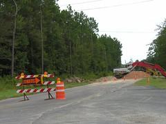 Other Side of the Detour Sign (Old Shoe Woman) Tags: usa georgia southgeorgia dilosep05 detour equipment roadwork highway repair dilosept05