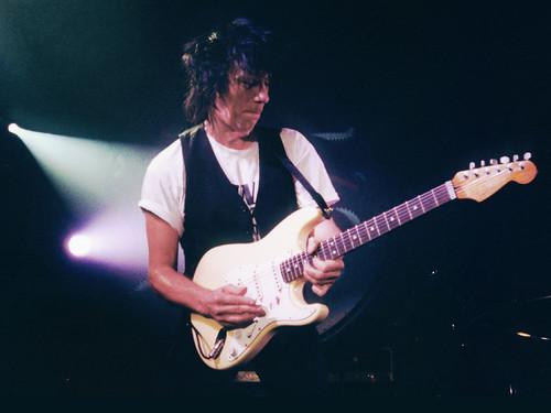 Il leggendario chitarrista torna la prossima primavera con un nuovo album