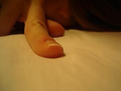 finger (keela84) Tags: night notte bed letto selfportrait portrait autoritratto bedroom camera nanna finger dito linsonniaecontagiosa ahsi