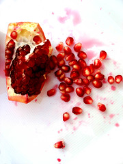 The Pomegranade Massacre (SophieMuc) Tags: red rot topv111 fruit 1025fav juicy saveme5 deleteme10 pomegranate seeds study studie kerne ybp punicagranatum granatapfel