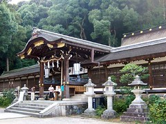 Matsuo Taisha main building 02 (MShades) Tags: japan kyoto shrine arashiyama 京都 日本 嵐山 関西 京都市 matsuotaisha 松尾大社