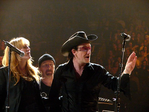 patti scialfa photos. Patti Scialfa, The Edge, Bono, 10\\17\\05, Philadelphia,