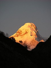 Nanda Devi East at Sunrise (DaveSinclair) Tags: orange india mountain mountains trekking trek walking hiking climbing nanda himalaya himalayas devi nandadevi mountsin kumaon burfu utteranchal davesinclairpics therandomselection