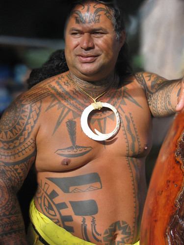 Hawaiian tattoos were mainly composed of geometric and symmetrical designs