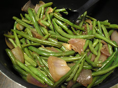 Green Beans with Pan-Roasted Red Onion