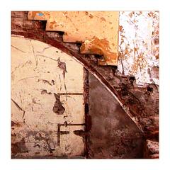 escala (desdibuix - miquel) Tags: barcelona wall architecture arquitectura topf50 mur desdibuix 50club nikonstunninggallery challengeyouwinner