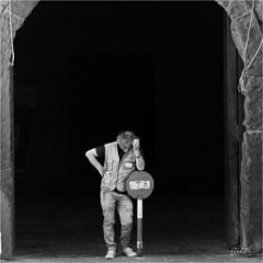 the guardian of the gate (gicol) Tags: sleeping castle campania entrance forbidden napoli naples access turismo lungomare castello castillo cancello donotenter guardiano dorme durmiendo divieto casteldellovo entrata viapartenope