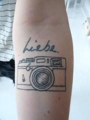 Anna-log (QQ Vespa) Tags: tattoo arm anna analog kamera kleinbild liebe rangefinder love fotografie