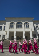 School Girls Passing In Front Of The White Housein Of Iranian King At The Saadabad Palace, Shemiranat County, Tehran, Iran (Eric Lafforgue) Tags: building vertical architecture outdoors photography asia exterior iran persia palace geography copyspace fullframe tehran orient groupofpeople geographic teheran saadabad girlsonly إيران whitepalace иран 5people colourimage イラン irão saadabadpalace 伊朗 이란 mellatpalace shemiranatcounty iran150420