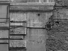 squamatura (daniele ideale costanzo) Tags: roma muratura bricks strati pelle monochrome bn blackandwhite intonaco laterizio bugne detail architettura architecture squamatura bugnato wall muro