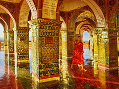 Mandalay Hill - Su Taung Pyi Pagoda (gerard eder) Tags: world reise travel viajes asia southeastasia myanmar burma birma mandalay mandalayhill monk mönch monje palace palast pagoda su taung pyi sutaungpyipagoda shadows