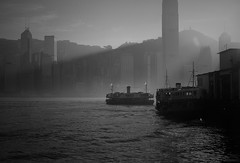 (a.pierre4840) Tags: olympus omd em5 mzuiko 25mm f18 hongkong starferry shadows harbour boats central lensflare bw blackandwhite monochrome noiretblanc marine cityscape