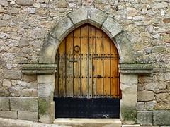 Puerta de Trujillo (John LaMotte) Tags: puerta porta door trujillo extremadura cáceres caceres fachada infinitexposure