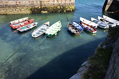 Coliemore Harbour (Carmel..) Tags: boats outdoor water sunlight shade shadow wall stone rope tethered ripples blue red green white coliemoreharbour dalkey codublin ireland