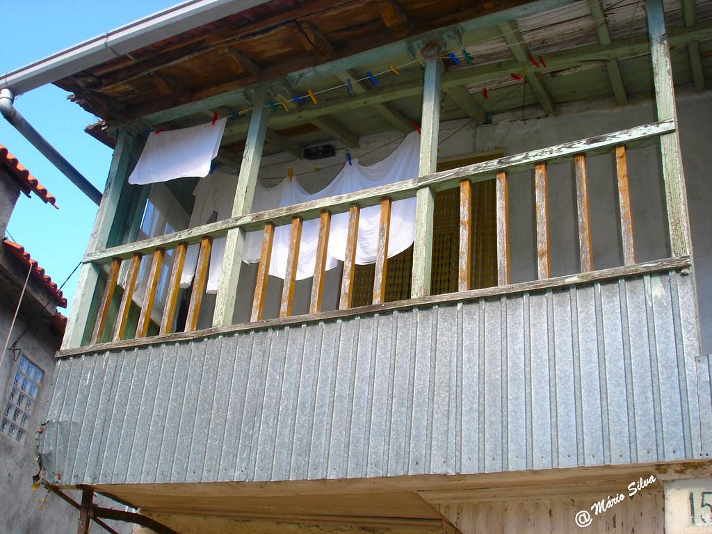 Águas Frias (Chaves) - ...varanda de uma casa da Aldeia ...