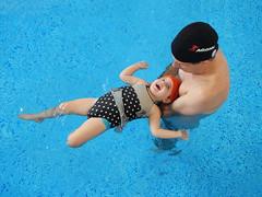 Catharina (Stefan Lambauer) Tags: baby pool swim kid infant piscina natao criana papai catharina 2015 agonn stefanlambauer mariakill