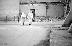 Sahara: El Golea (ABDG) Tags: street people sahara analog strada olympus analogue deserto om4 elgolea