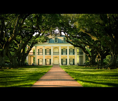 Oak Alley Plantation (Jérôme Castilloux) Tags: trees house river mississippi landscape nikon louisiana 85mm landmark historic plantation nikkor f18 d3 oakalley vacherie plainjoe isayx3