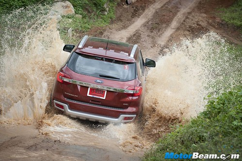 2015-Ford-Endeavour-12