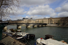 Pont des Arts, Seine River, Paris, France. (廖法蘭克) Tags: paris france canon 6d frank photographer vacation birthday relax 法國 巴黎 seineriver seine river 塞納河 street streetphoto leica leicaelmaritr24mmf28 manuallens oldlens old manual manualfocus sky shiny sunshine boat bridge pontdesarts 藝術橋 unesco worldheritage