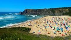 Am Strand (Roger_T) Tags: coast coastline shore portugal sea ocean atlantik atlantic ozean meer strand sommer summer tiltshift miniatur wellen waves algarve praiadeodeceixe praia odeceixe people crowed
