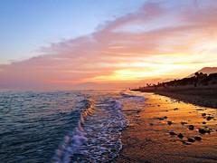 La orilla al atardecer (Antonio Chacon) Tags: andalucia atardecer costadelsol marbella málaga mar mediterráneo españa spain sunset