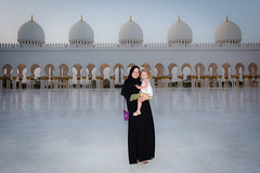 Adriana and Bella at the Mosque (Aaron Miller - Postcard Intellect) Tags: adriana abudhabi isabella unitedarabemirates sheikzayedmosque