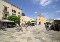 Favignana Piazza Madrice (albireo 2006) Tags: italy italia day clear sicily piazza sicilia favignana isoleegadi egadiislands piazzamadrice