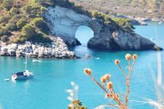 Luoghi da Sogno (itzel1984) Tags: barca italia mare vela roccia acqua azzurro arco viaggio puglia vacanza tenda adriatico campeggio gargano sanfelice girovagando fuorifuoco barcaa arcodisanfelice