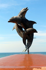 Puerto Vallarta: Malecón - La Fuente de la Amistad (wallyg) Tags: budbottoms centro coloniacentro dancingdolphinsfountain dolphinfountain dolphins fountain friendshipfountain jalisco jamesbottoms jamesbudbottoms lafuentedelaamistad méxico malecon mexico octaviogonzalezgutierrez puertovallarta sculpture malecón