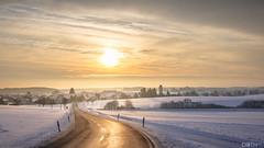 Sonnenaufgang über WIlsingen, Baden-Württemberg (#mariodieth) Tags: grã¼n landschaft landscape germany badenwürttemberg schwäbische alb winter sonnenaufgang sunrise sun snow ice cityscape golden gold