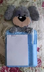 Porta bloco de anotações de cachorro cinza (Feito a mão [by Rafa]) Tags: feltro fieltro felt rafagibrim portabloco fofo cute enfeite presente lembrança cão cachorro artesanato