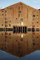 Dilapidated warehouse (Helena Normark) Tags: bryggene bakklandet oldwarehouse dilapidatedwarehouse nidelva trondheim sørtrøndelag norway norge sonyalpha7 a7 voigtländer cv5015 nokton5015 nokton50mmf15