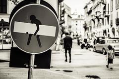 Corso Garibaldi (-dow-) Tags: artwork corsogaribaldi divieto milano segnali sign pedoni pedestrian fuji xe1 xf3514 clet