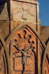 Symbole (jacekbia) Tags: europa polska poland goworowo cmentarz nagrobek cemetery symbol linie krzywe czerwony red religia religion canon 1100d 35mm m42 manuallens old