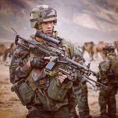#MatosTerre, chaque mercredi une fiche matériel ℹ️ Nom de code : Minimi (FN Herstal Belgique) Calibre : 5,56 mm Cadence de tir pratique : 100 cps par mn (max : plus de 1000) Portée pratique : 800 m Poids : 7,2 kg Atouts : capacité de feu (Armée de Terre) Tags: instagram armee de terre armee2terre soldat infanterie génie artillerie train matériel troupes marine para parachutiste arme famas combat french army