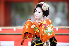 Maiko performance (Teruhide Tomori) Tags: portrait woman festival japan lady hair dance kyoto performance event maiko   tradition japon odori  kanzashi    canonef300mmf28lis   canoneos5dmark
