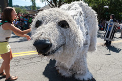 It's so fluffy! (Dennis Valente) Tags: seattle usa washington fremont fac giantpuppet solsticeparade 2015 fremontsummersolsticeparade fremontartscouncil