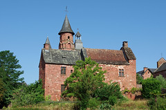 Collonges-la-Rouge (Corrèze). (sybarite48) Tags: collongeslarouge france corrèze grèsrouge arenariarossa buntsandstein الحجرالرمليالأحمر ردسندستون 红砂岩 areniscaroja piedraareniscaroja κόκκινοψαμμίτη 赤色砂岩 rodezandsteen czerwonegopiaskowca arenitovermelho красногопесчаника kırmızıkumtaşı maison hause house منزل hasiera 回家 casa σπίτι ホームページ huis dom домой ev village dorf قرية 村里 pueblo χωριό villaggio 村 dorp wieś aldeia деревня köy